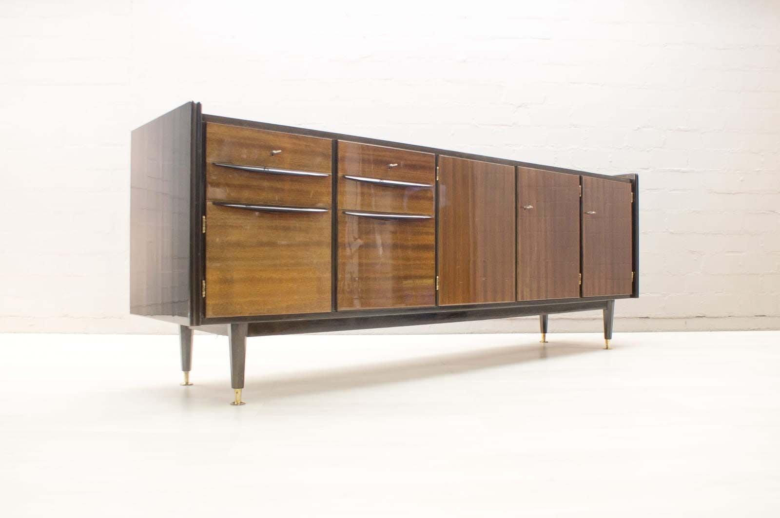 gro es mid century sideboard mit beleuchteter bar bei. Black Bedroom Furniture Sets. Home Design Ideas