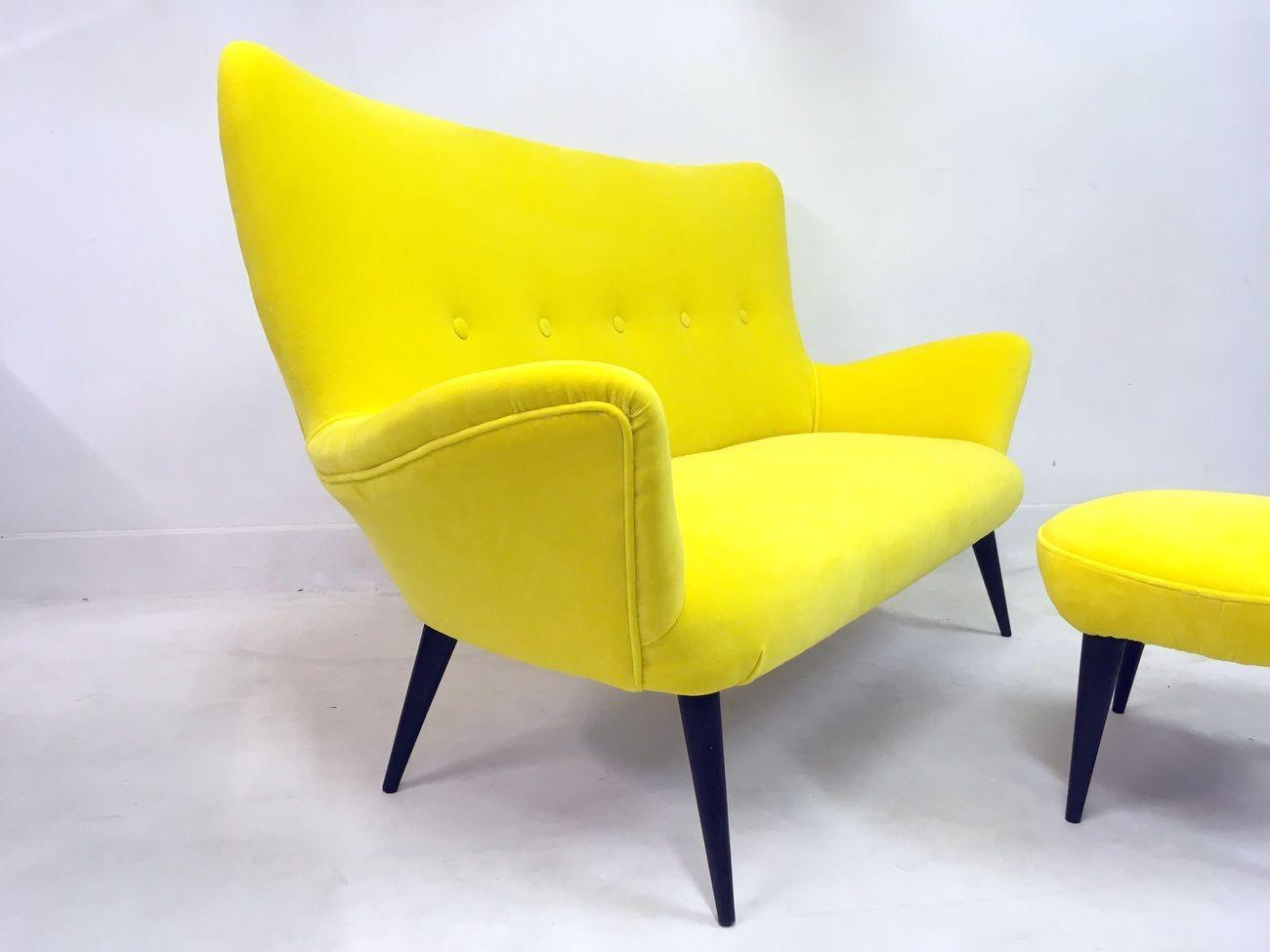 canap et tabouret en velours jaune italie 1950s set de 2 en vente sur pamono. Black Bedroom Furniture Sets. Home Design Ideas