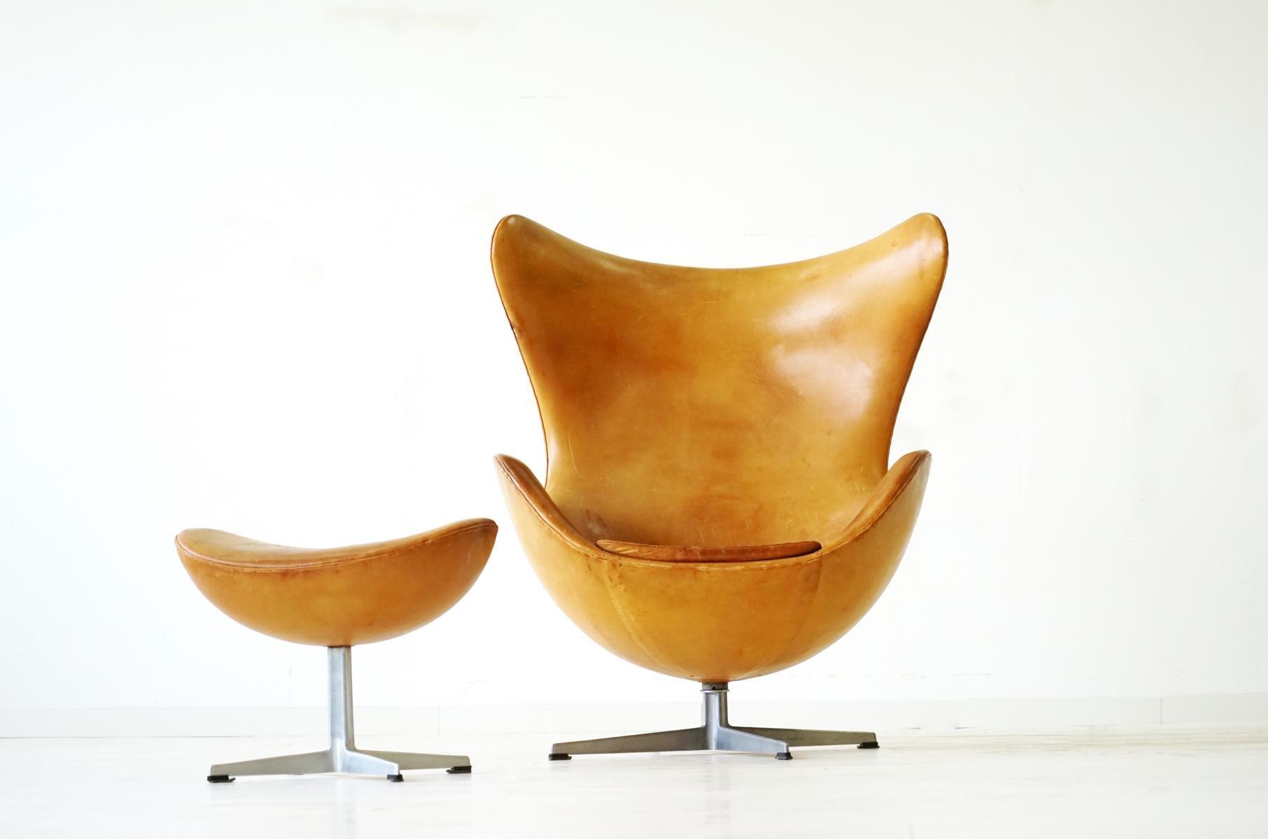 Egg Chair und Ottomane aus Leder von Arne Jacobsen für Fritz Hansen, 1...