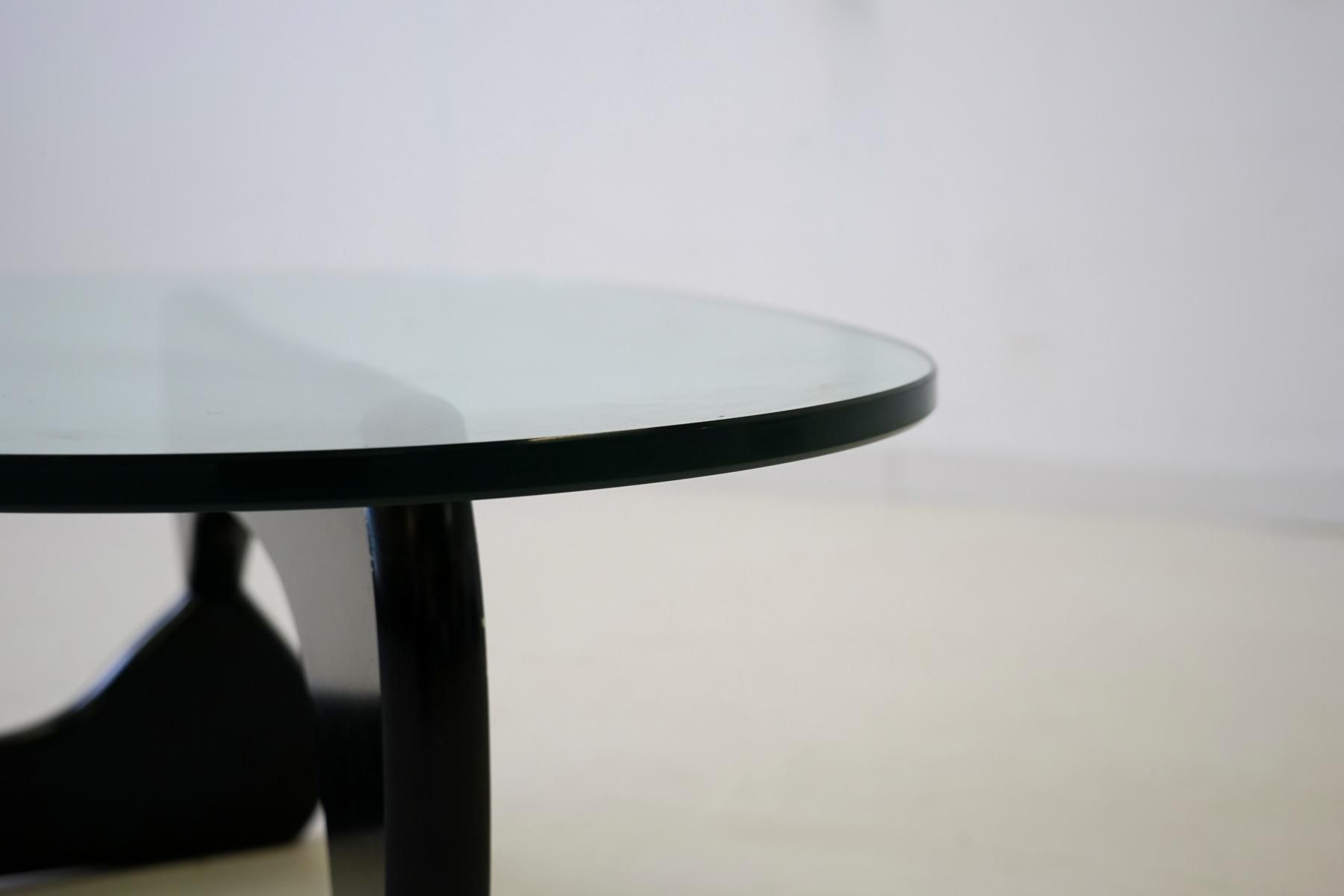 table basse en verre par isamu noguchi pour herman miller. Black Bedroom Furniture Sets. Home Design Ideas