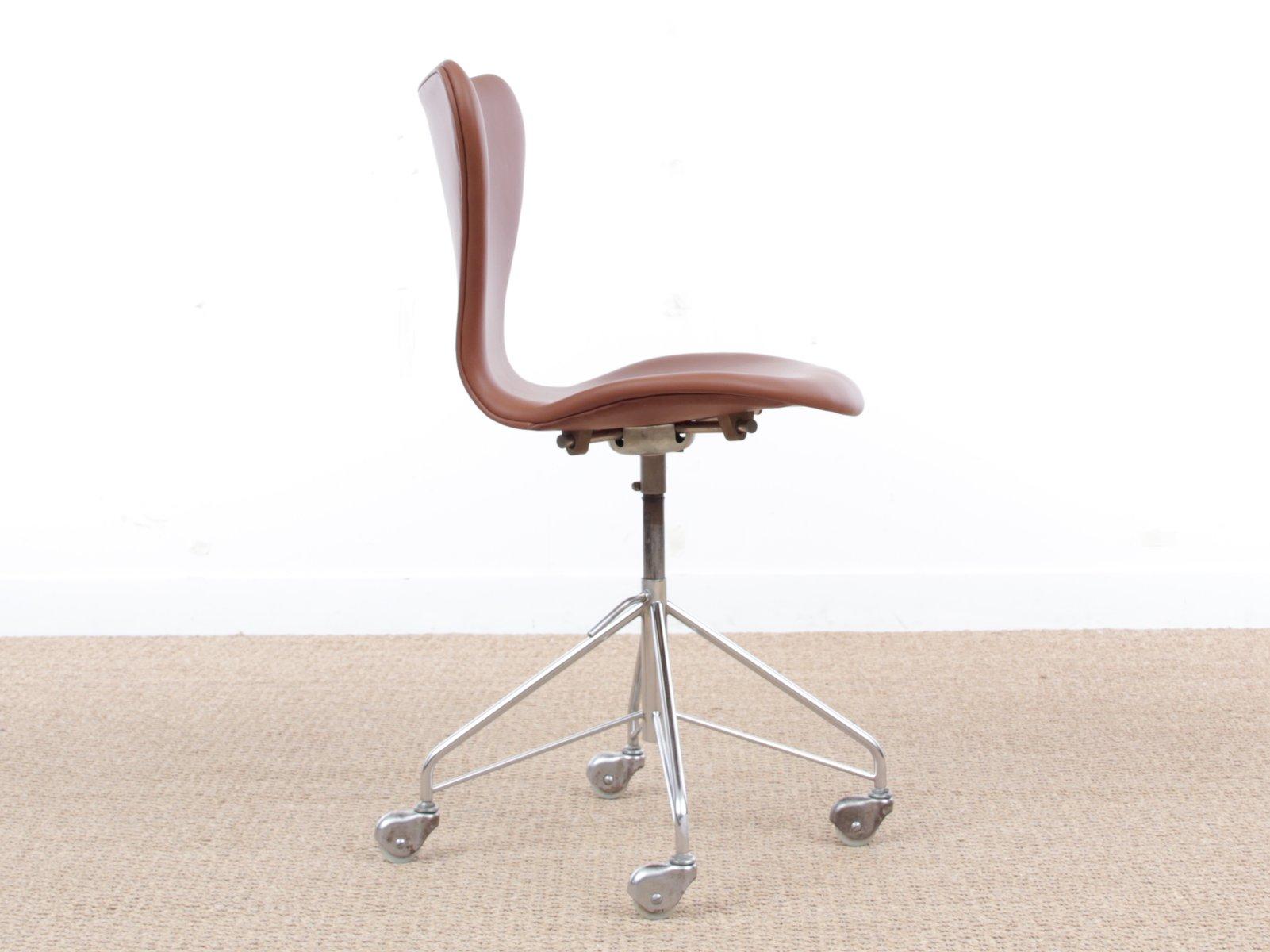 Sedia da scrivania modello nr 3117 moderna di arne for Sedia da scrivania design