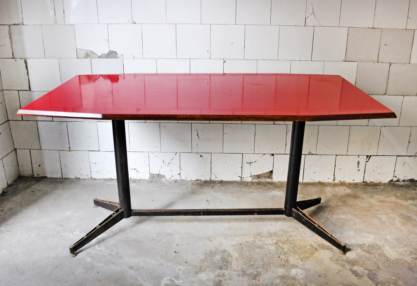 Roter Mid-Century Tisch