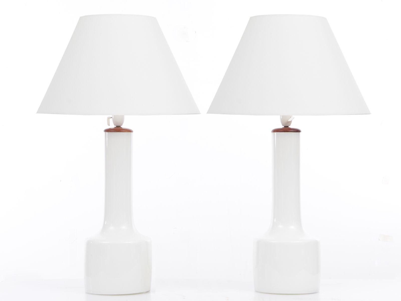 Skandinavische Mid-Century Modern Opalglas Tischlampen, 2er Set