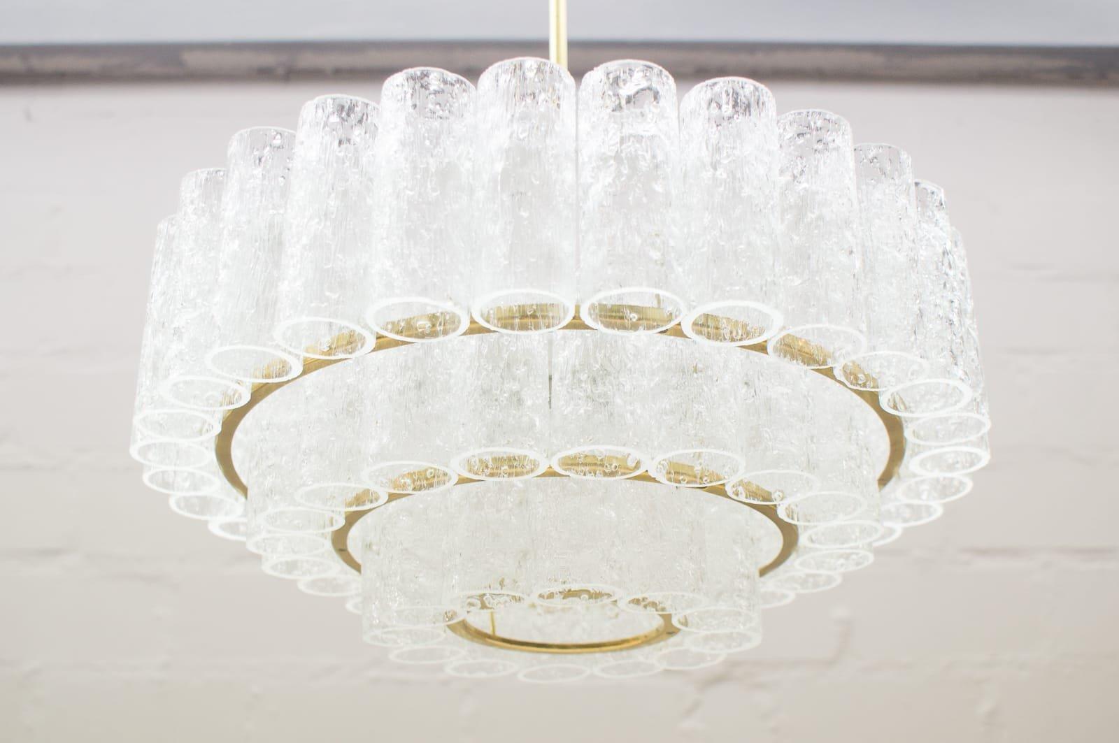 Großer Kronleuchter mit 3 Ebenen und Elementen aus Eisglas von Doria, ...