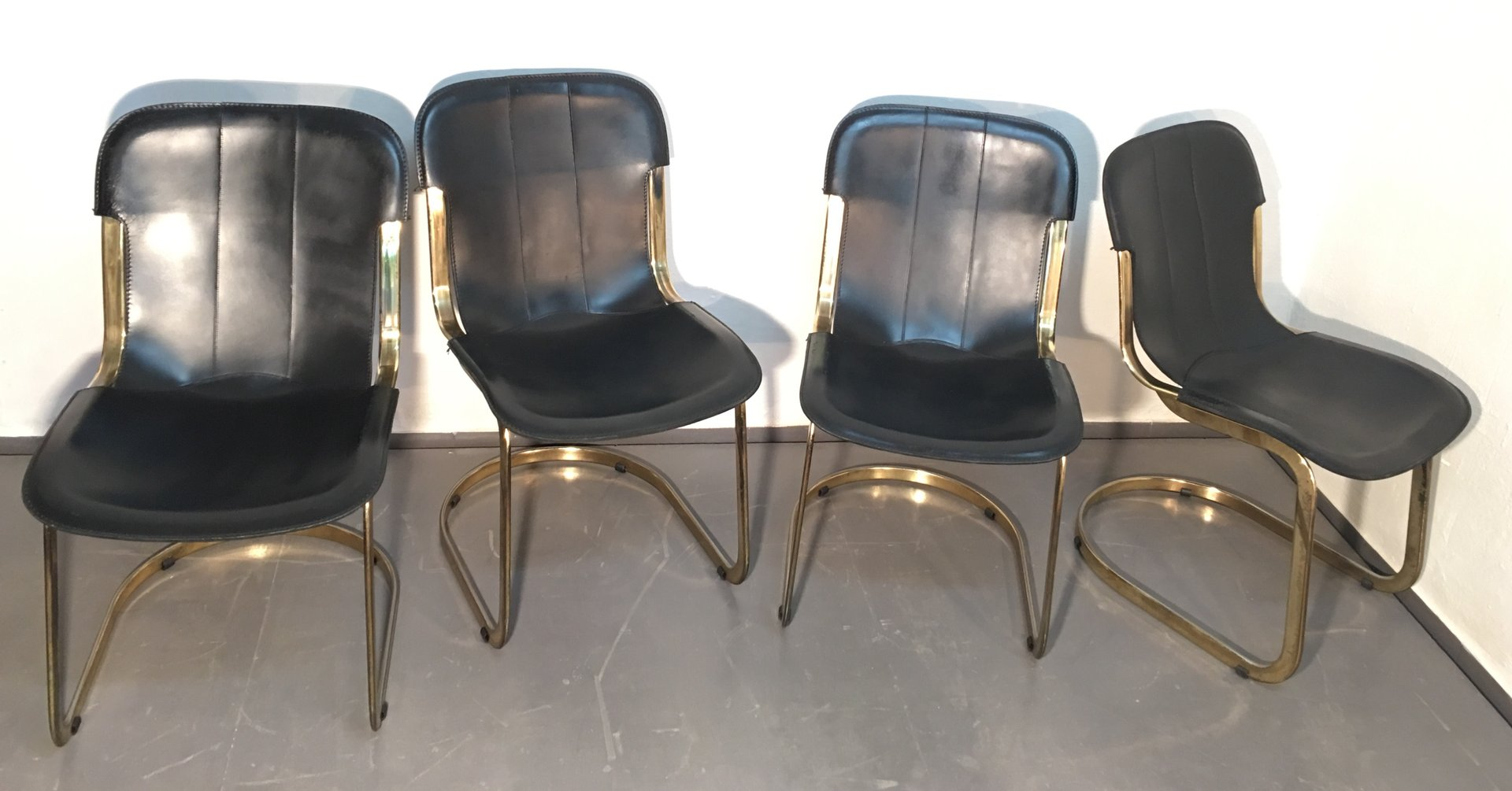 brass and black leather dining chairs by willy rizzo for cidue 1970s set of 4 for sale at pamono. Black Bedroom Furniture Sets. Home Design Ideas