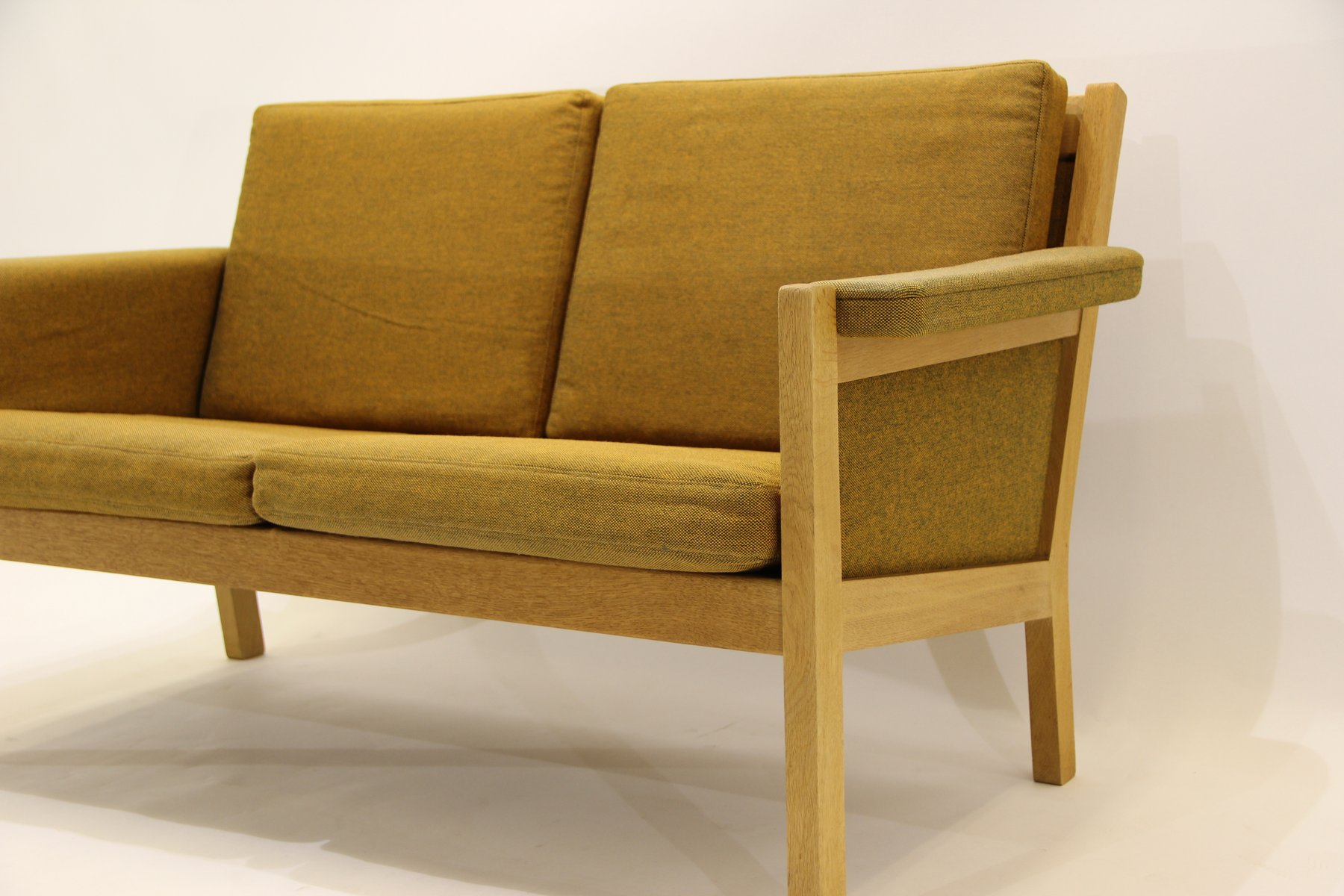 vintage 2 sitzer sofa von hans j wegner f r getama bei pamono kaufen. Black Bedroom Furniture Sets. Home Design Ideas