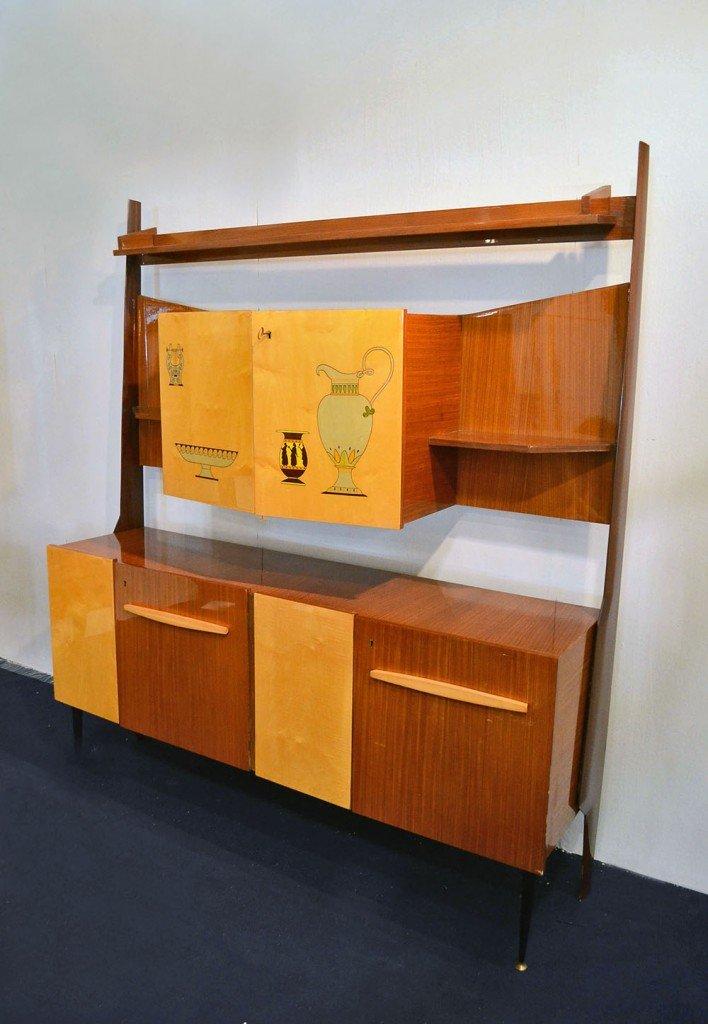 https://cdn20.pamono.com/p/z/2/3/230401_bbakt6ut2t/mobili-da-salotto-con-scomparto-bar-in-legno-bicolore-anni-50-set-di-2-immagine-2.jpg