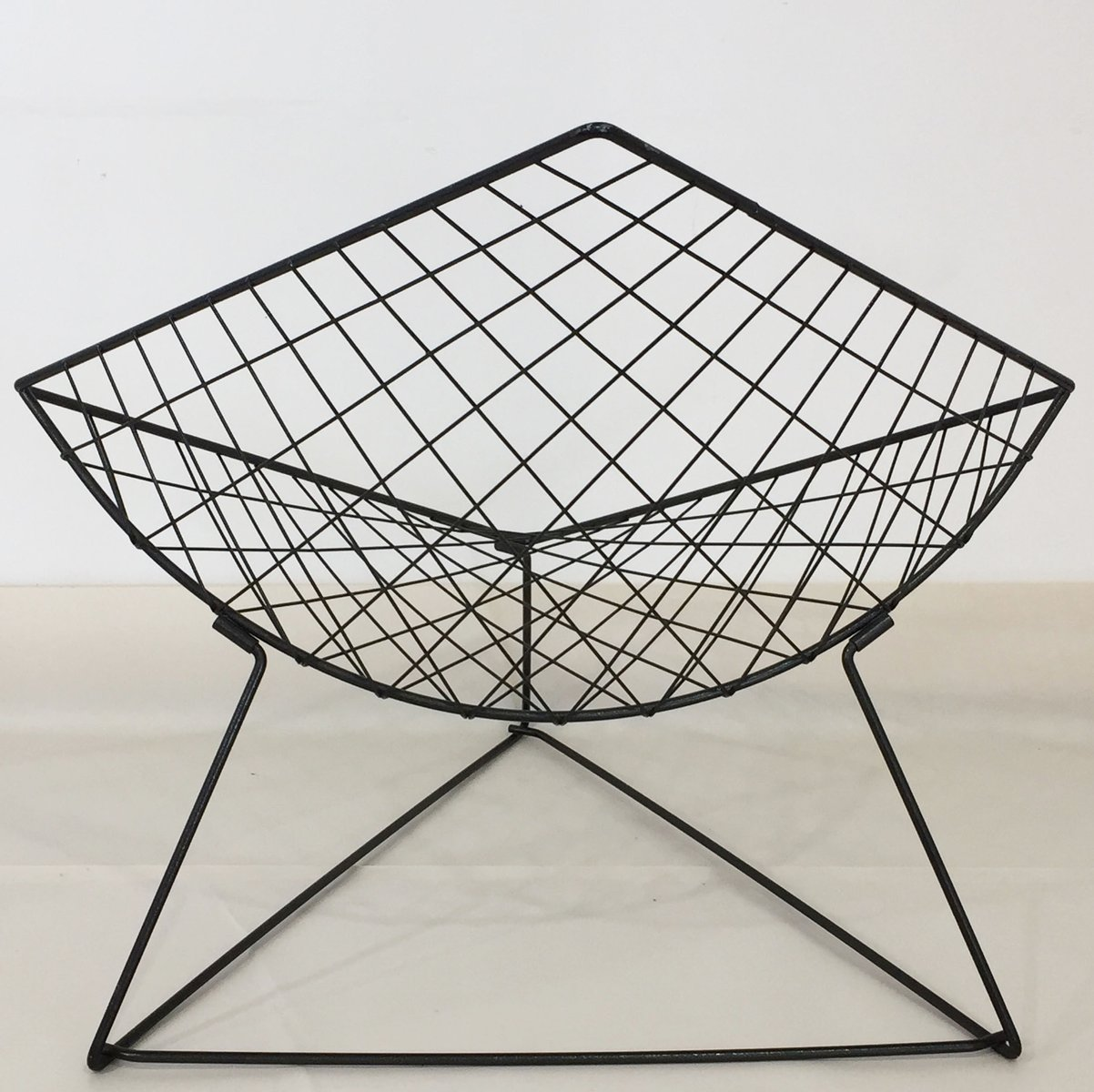 modell oti drahtgeflecht st hle von j rgen gammelgaard f r. Black Bedroom Furniture Sets. Home Design Ideas