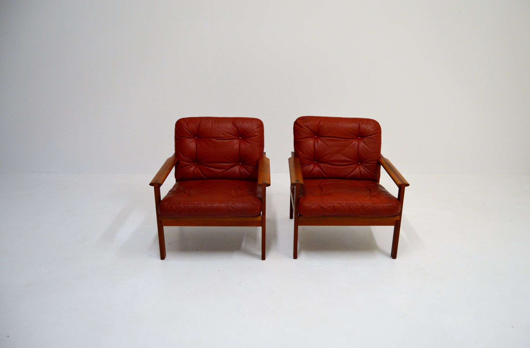 Vintage Sessel aus Rotem Leder und Teak von Illum Wikkelso für Niels E...