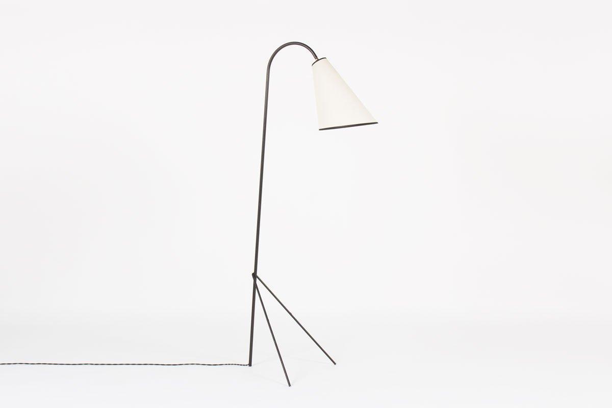 Schwarze Metall Dreibein Stehlampe, 1950er