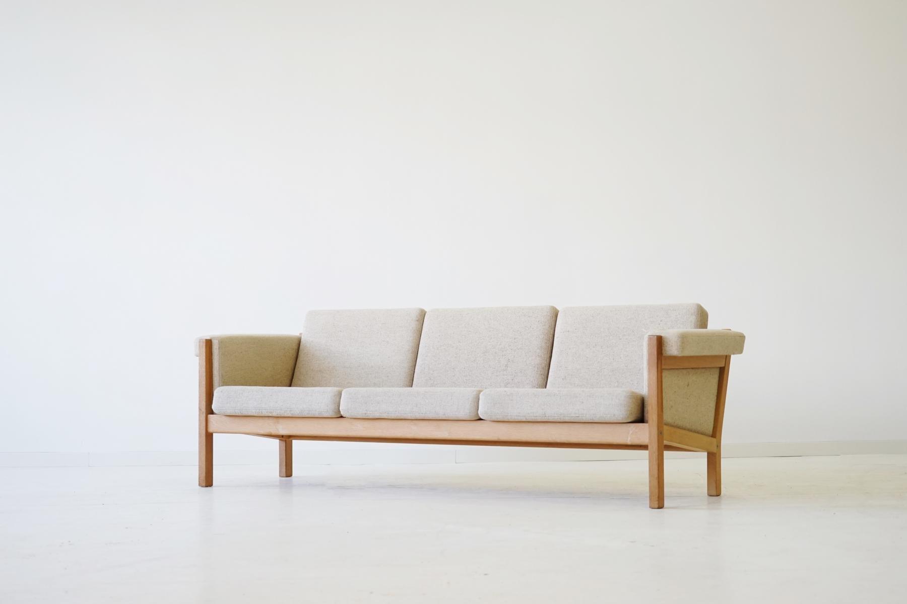 canap trois places mod le ge 40 par hans j wegner pour getama 1950s en vente sur pamono. Black Bedroom Furniture Sets. Home Design Ideas