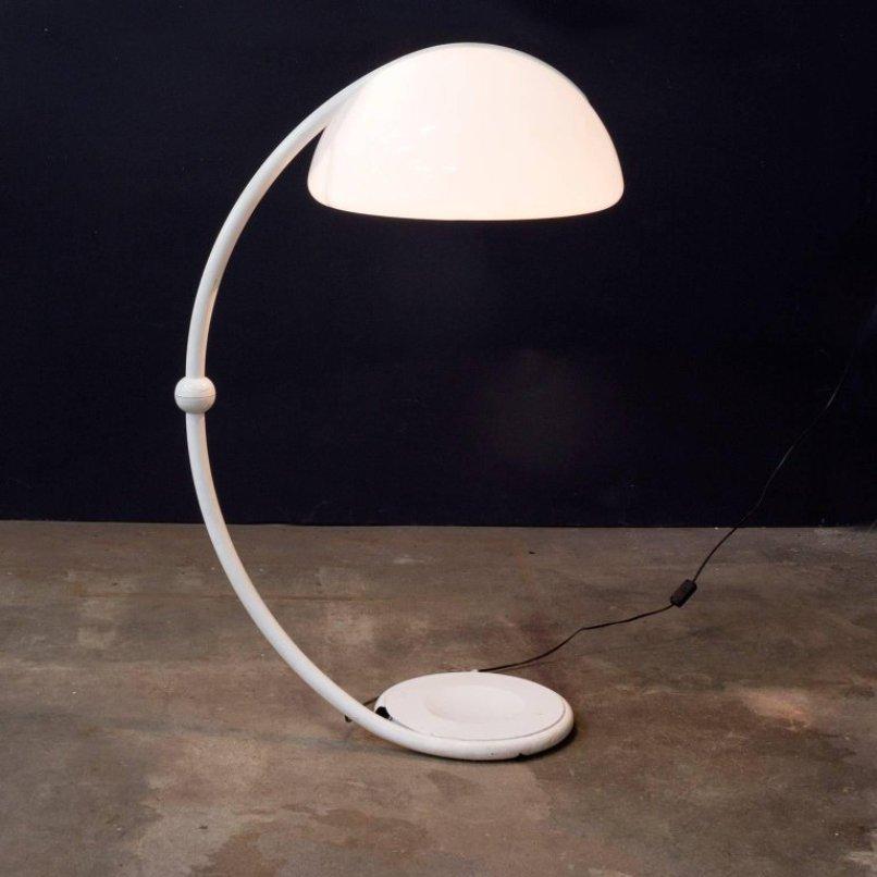 Weiße Serpente Stehlampe von Elio Martinelli für Martinelli Luce, 1970...
