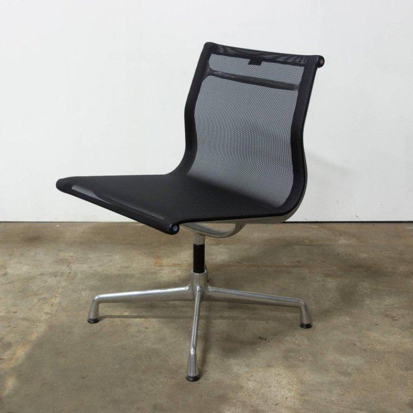 chaise model ea 107 non tournante par charles ray eames pour vitra 1958 en vente sur pamono. Black Bedroom Furniture Sets. Home Design Ideas