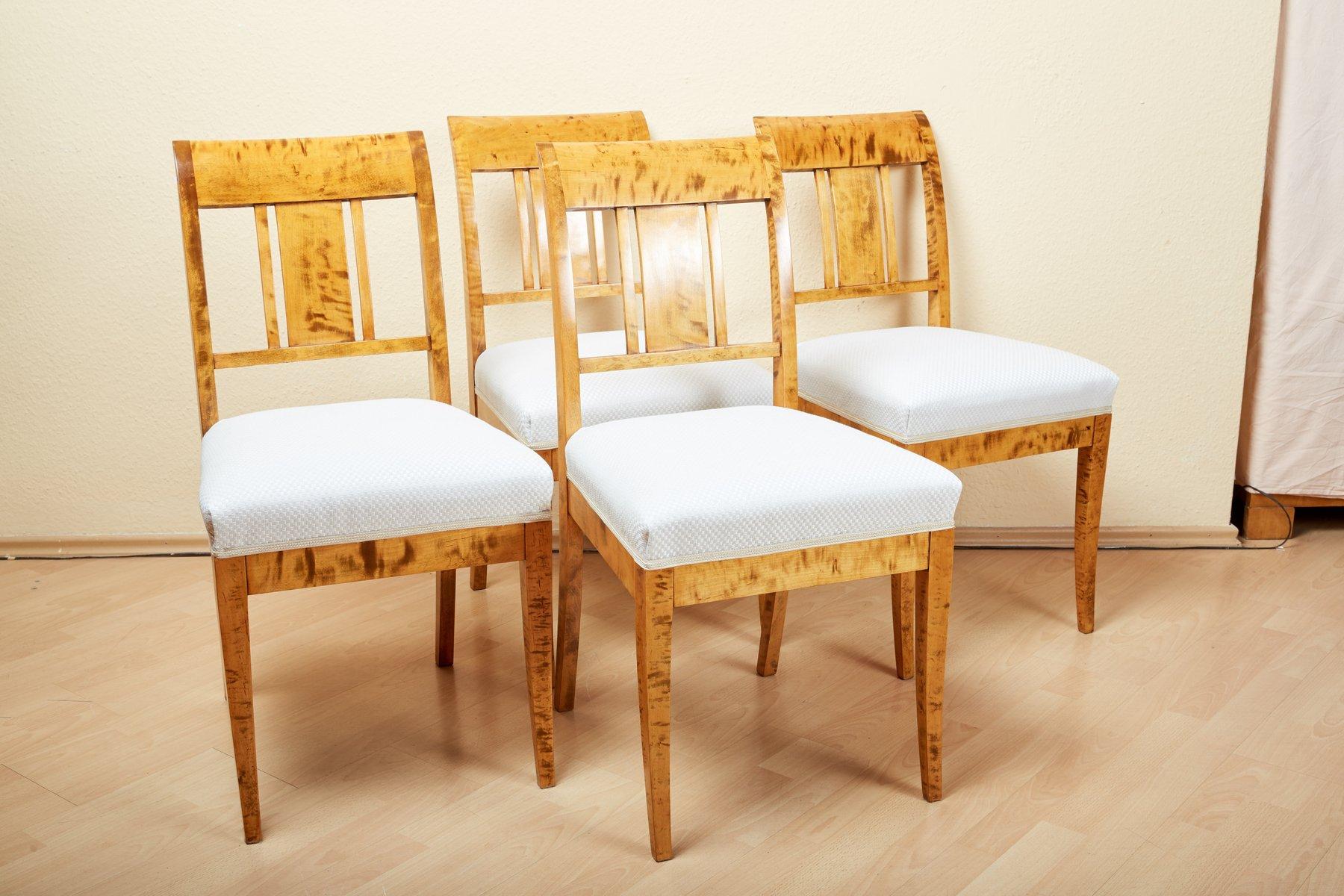 Antike Stuhle Aus Birke 4er Set Bei Pamono Kaufen
