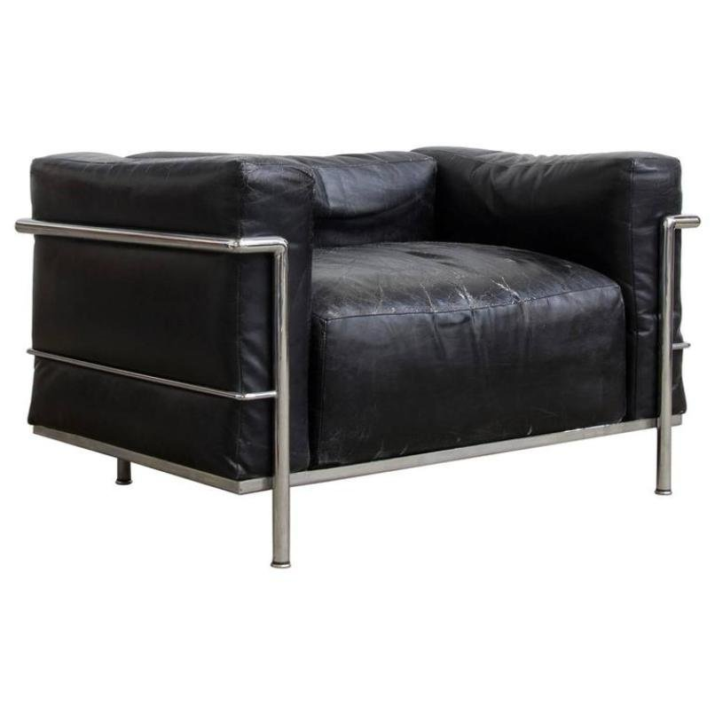 model lc3 chrome and patent leather chair by le corbusier. Black Bedroom Furniture Sets. Home Design Ideas