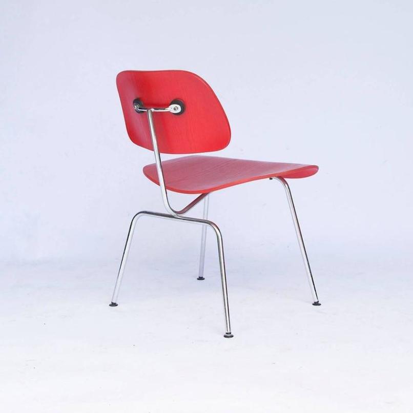 roter vintage dcm stuhl von charles ray eames f r vitra. Black Bedroom Furniture Sets. Home Design Ideas