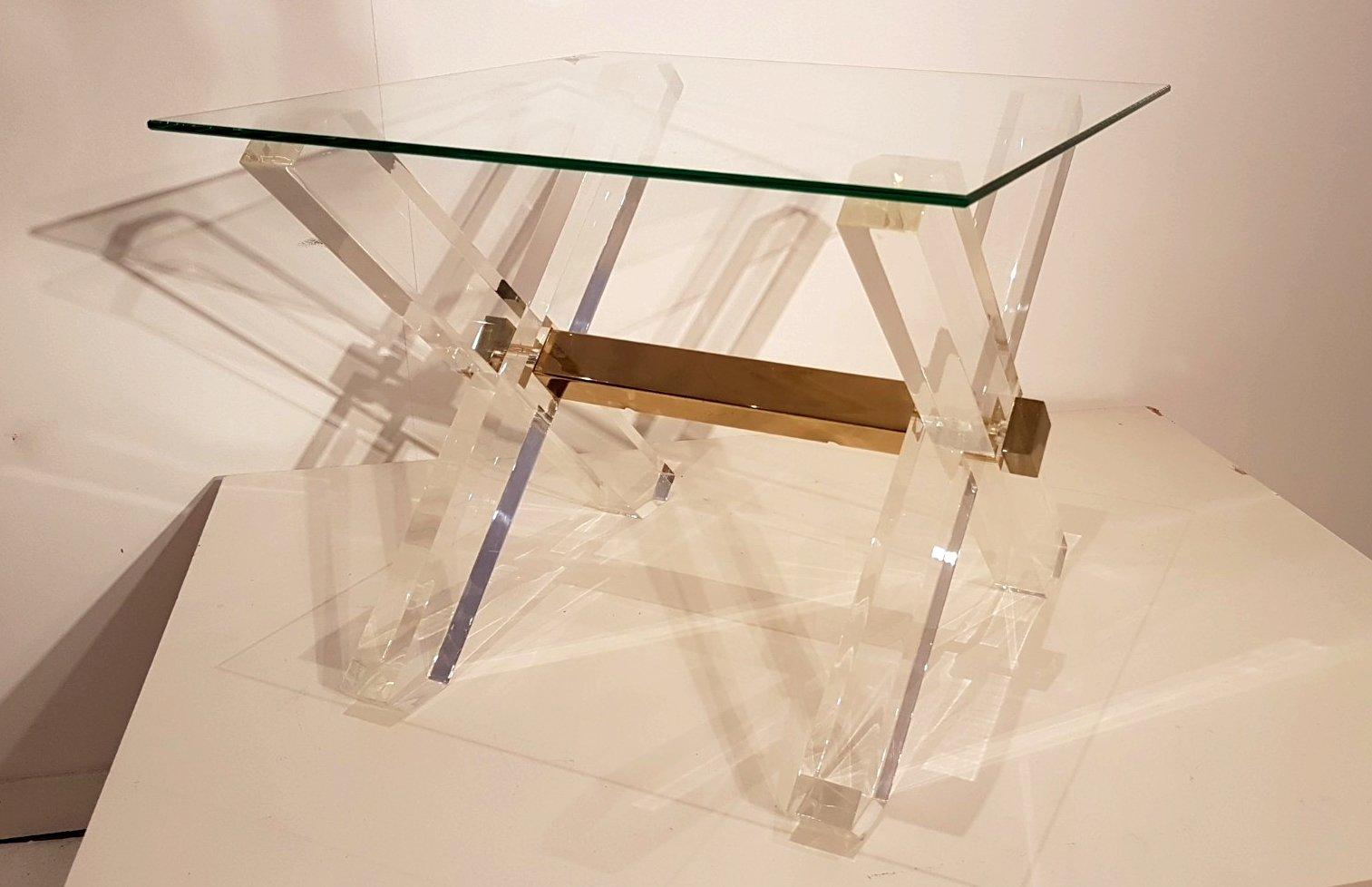 beistelltische aus plexiglas goldenem messing von maison jansen 1980er 2er set bei pamono kaufen. Black Bedroom Furniture Sets. Home Design Ideas
