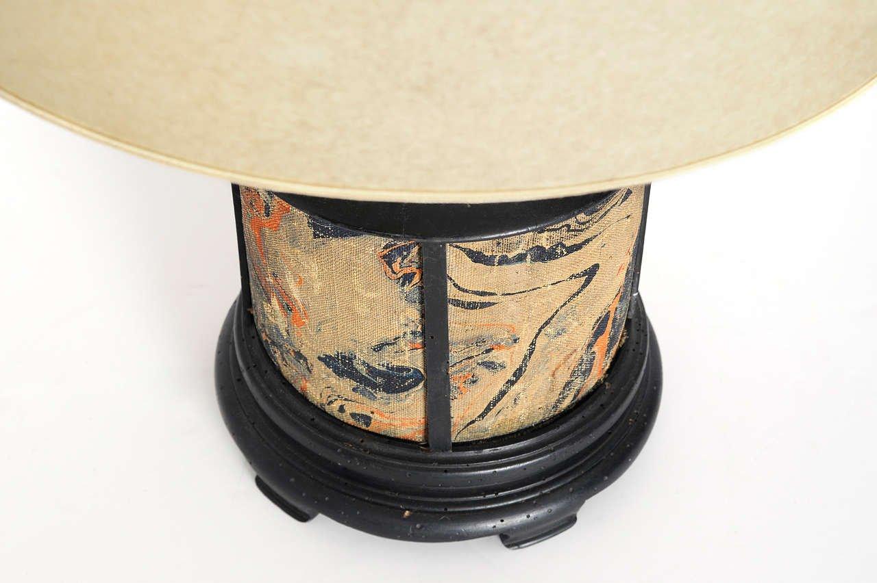 Bureau Bois Peint : Lampe de bureau en tissu bois peint à la main en vente sur pamono