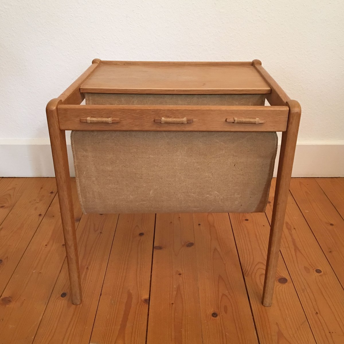 table d 39 appoint et porte revues de furbo danemark 1960s en vente sur pamono. Black Bedroom Furniture Sets. Home Design Ideas