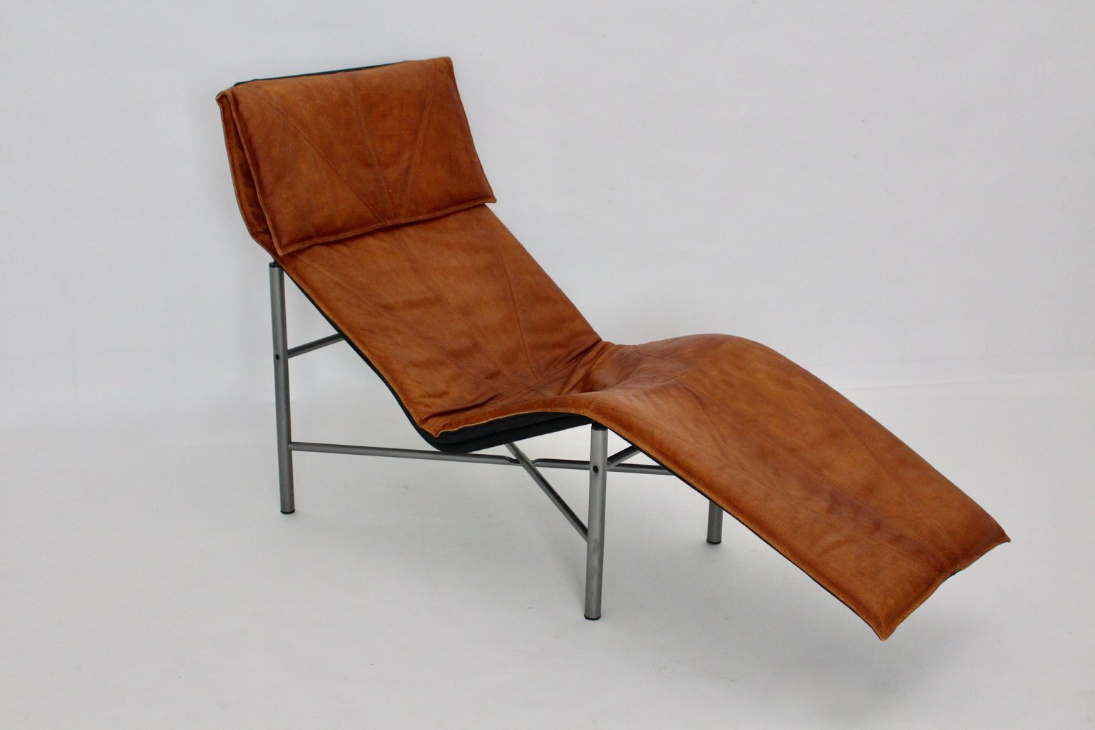 chaise longue en cuir cognac par tord bjorklund su de 1970s en vente sur pamono. Black Bedroom Furniture Sets. Home Design Ideas