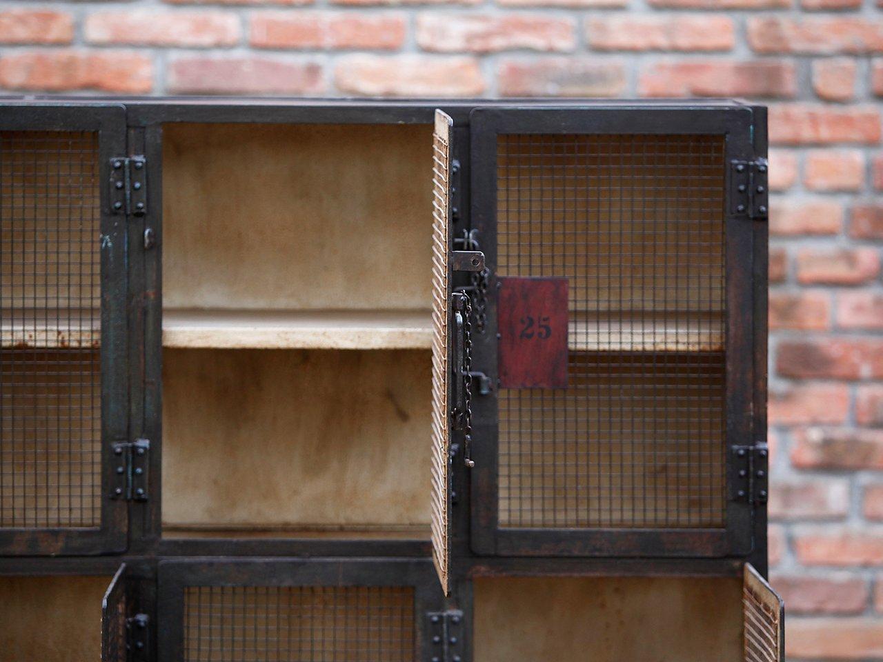 industrieller schrank 1930er bei pamono kaufen. Black Bedroom Furniture Sets. Home Design Ideas