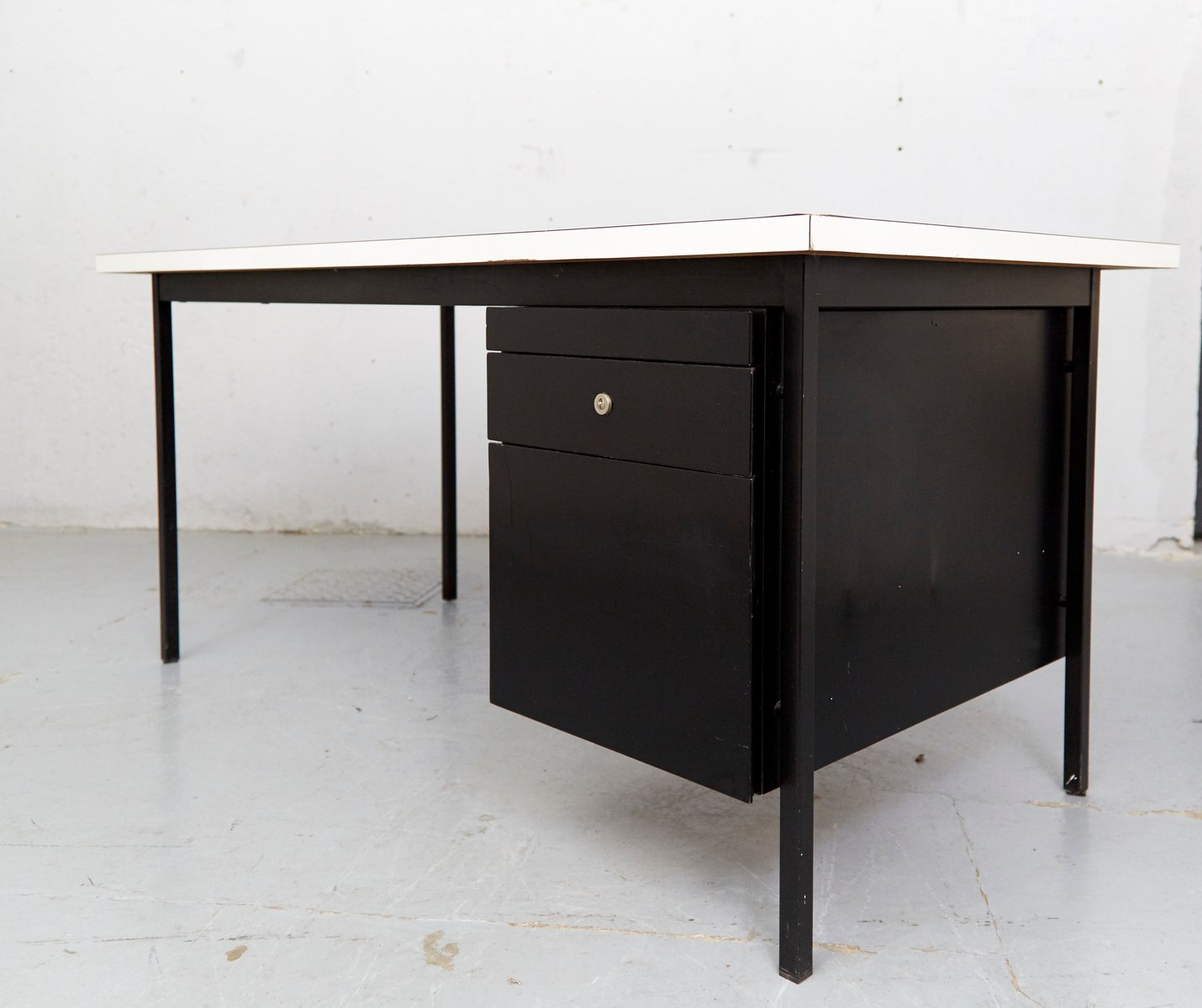 Mid-Century Desk By Florence Knoll Bassett For Knoll Inc