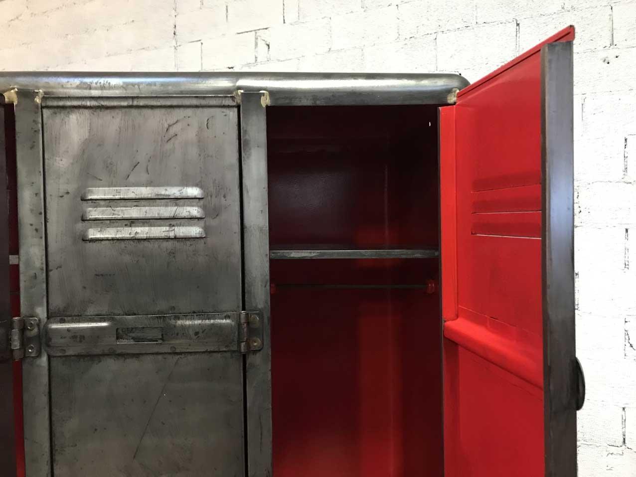 vestiaire vintage industriel 3 portes en vente sur pamono. Black Bedroom Furniture Sets. Home Design Ideas