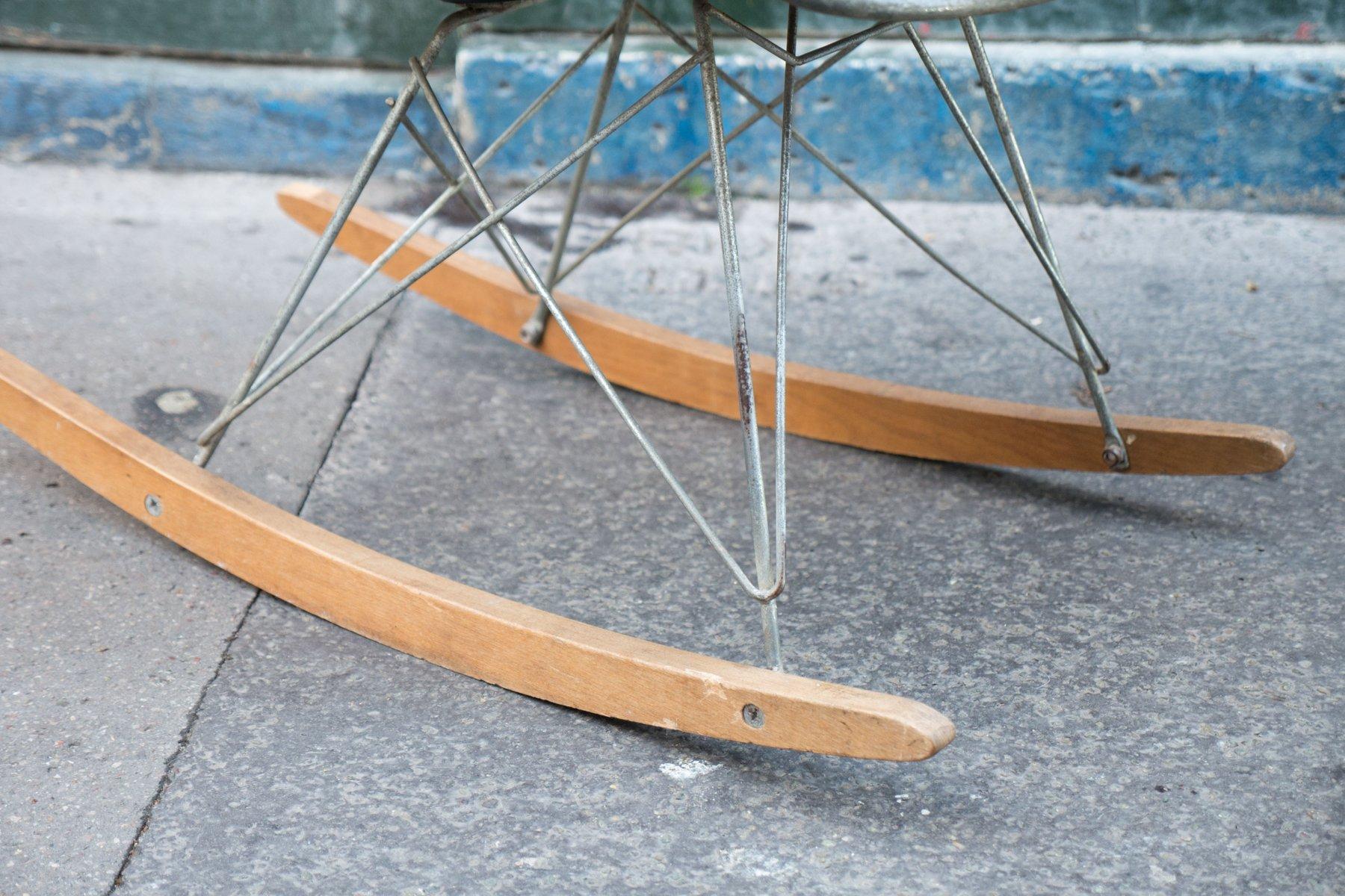 vintage schaukelstuhl von charles ray eames f r herman miller 1950er bei pamono kaufen. Black Bedroom Furniture Sets. Home Design Ideas