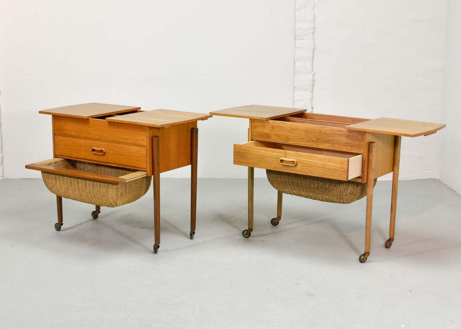 table de couture en teck massif danemark 1960s en vente sur pamono. Black Bedroom Furniture Sets. Home Design Ideas