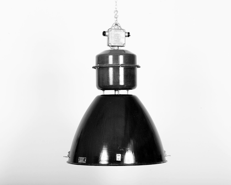 tschechische industrielle vintage lampe von elektrosvit. Black Bedroom Furniture Sets. Home Design Ideas