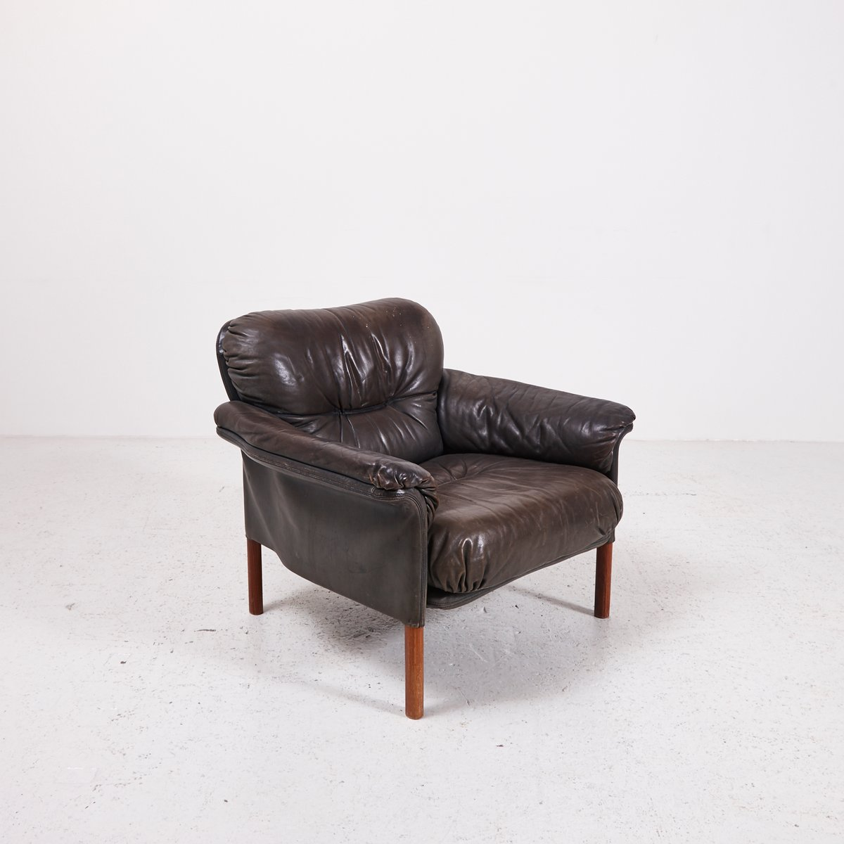 Poltrona vintage a forma di cuore in pelle nera di for Poltrona vintage pelle