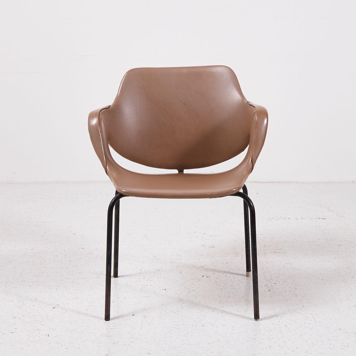 chaise d 39 appoint vintage en similicuir en vente sur pamono. Black Bedroom Furniture Sets. Home Design Ideas