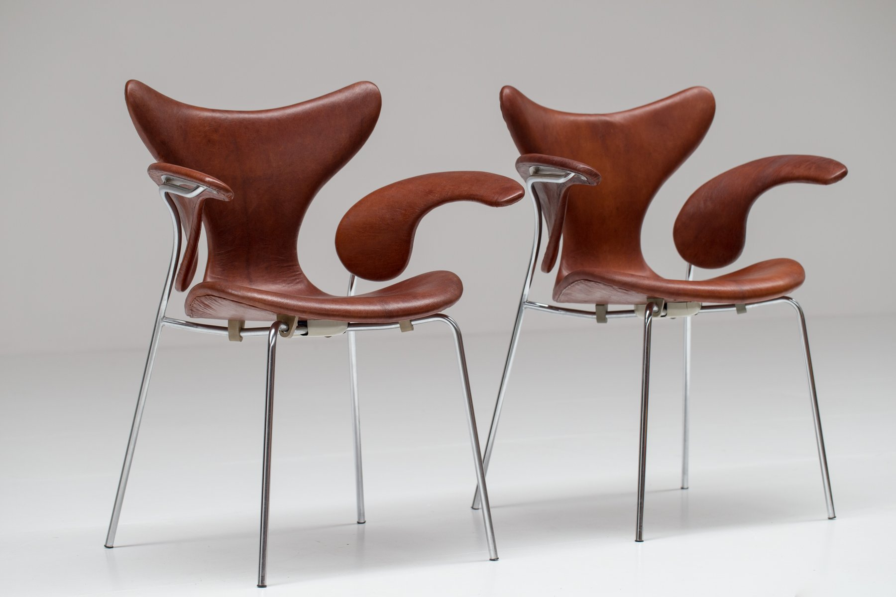 Arne Jacobsen Stoel : Seagull chairs by arne jacobsen 1960s set of 2 for sale at pamono