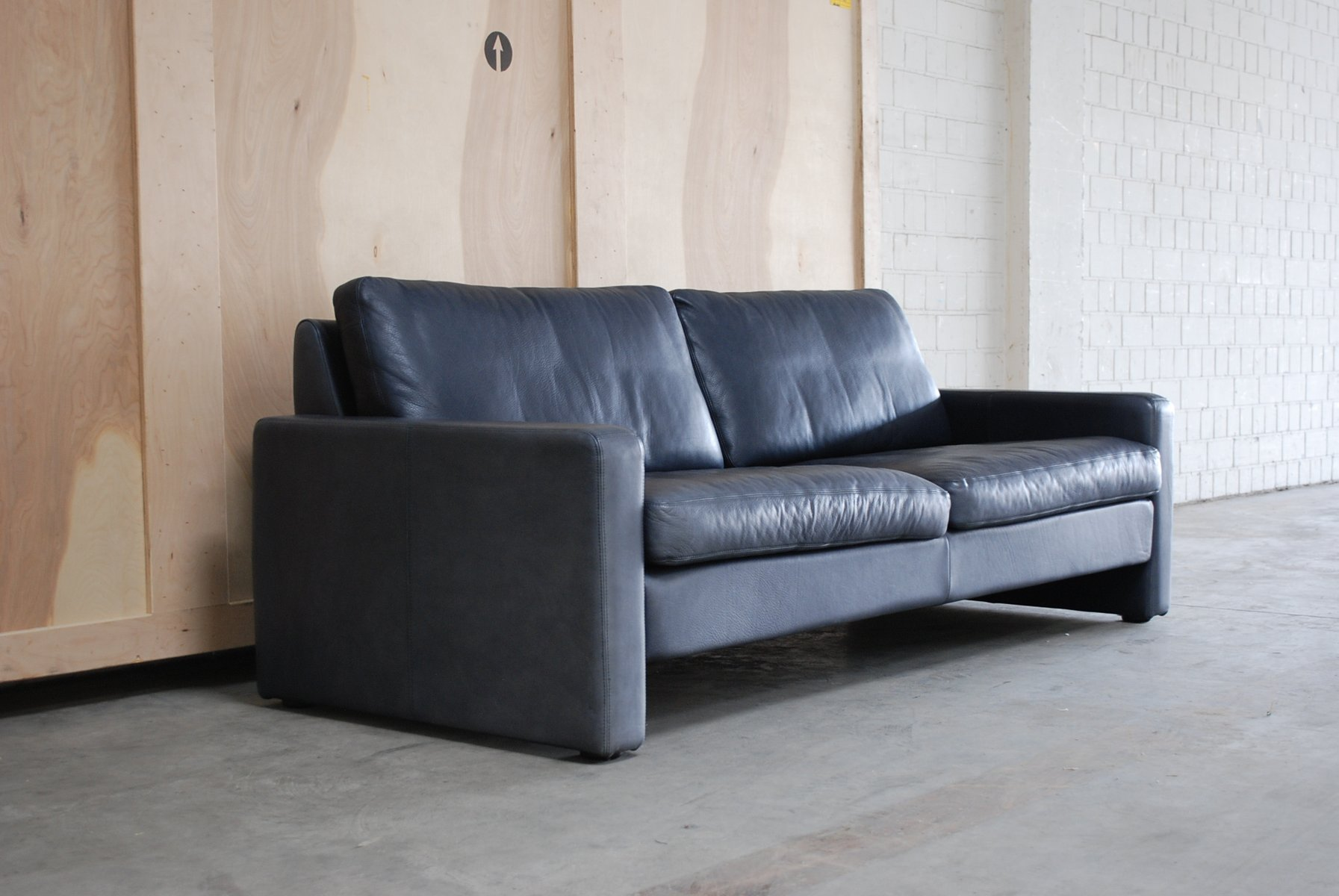 canap conseta vintage en cuir bleu de cor en vente sur pamono. Black Bedroom Furniture Sets. Home Design Ideas