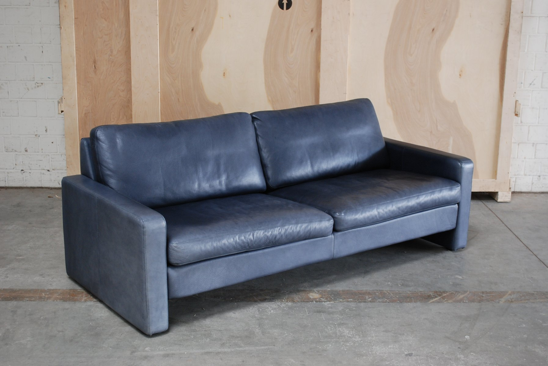 vintage conseta sofa aus blauem leder von cor bei pamono. Black Bedroom Furniture Sets. Home Design Ideas