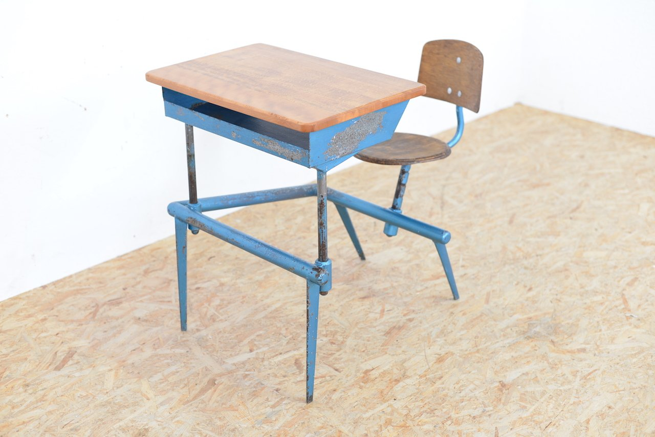 bureau d 39 ecole mod le 800 par jean prouv pour atelier jean prouv 1952 en vente sur pamono. Black Bedroom Furniture Sets. Home Design Ideas