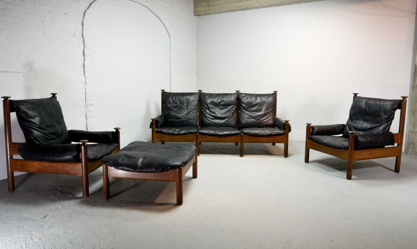 skandinavische schwarze mid century leder sitzgruppe 1960er bei pamono kaufen. Black Bedroom Furniture Sets. Home Design Ideas
