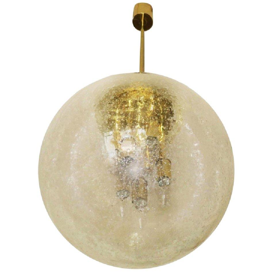 Große Kugelleuchte aus Eisglas und Messing von Doria, 1960er   Lampen > Tischleuchten > Kugelleuchten   Gold   Glas   Doria Leuchten