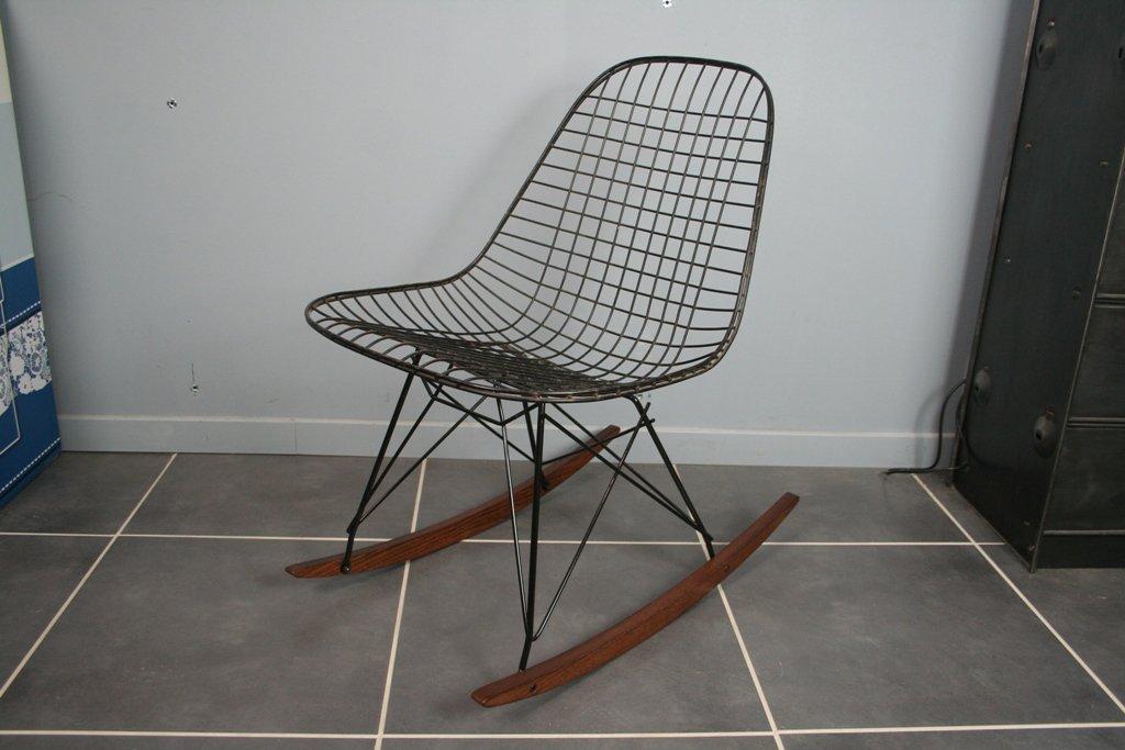 Sedia a dondolo rkr vintage di charles ray eames per for Sedia ufficio herman miller