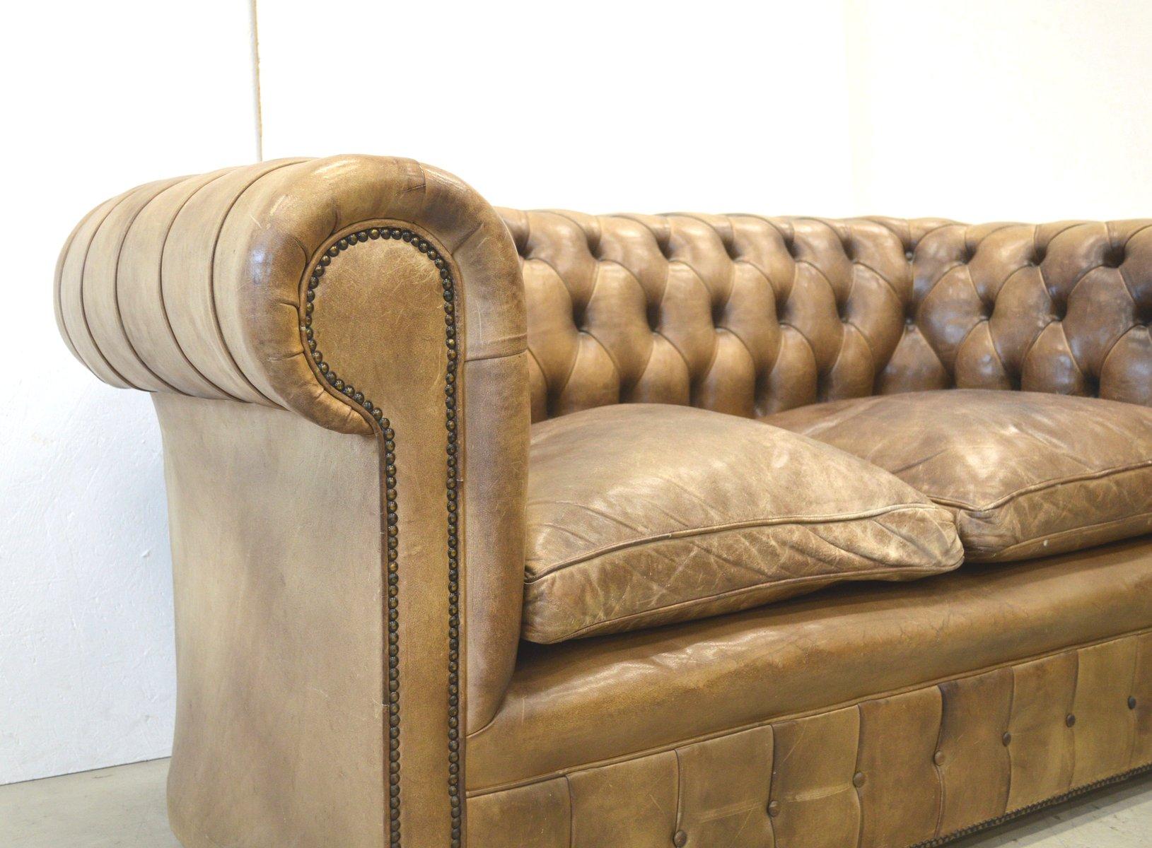 englisches chesterfield 2 sitzer leder sofa in braun 1960er bei pamono kaufen. Black Bedroom Furniture Sets. Home Design Ideas