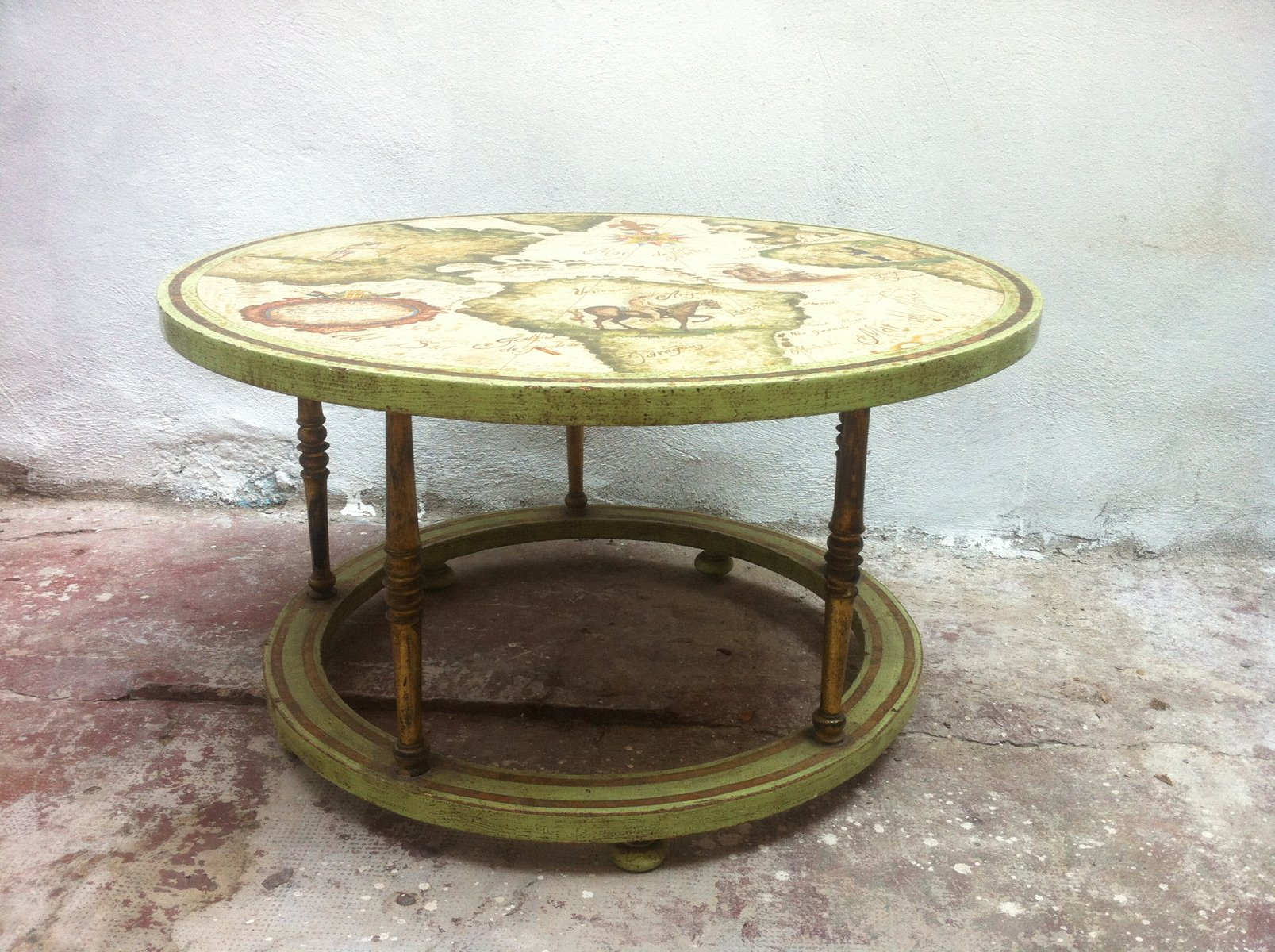 table basse vintage peinte la main en vente sur pamono. Black Bedroom Furniture Sets. Home Design Ideas