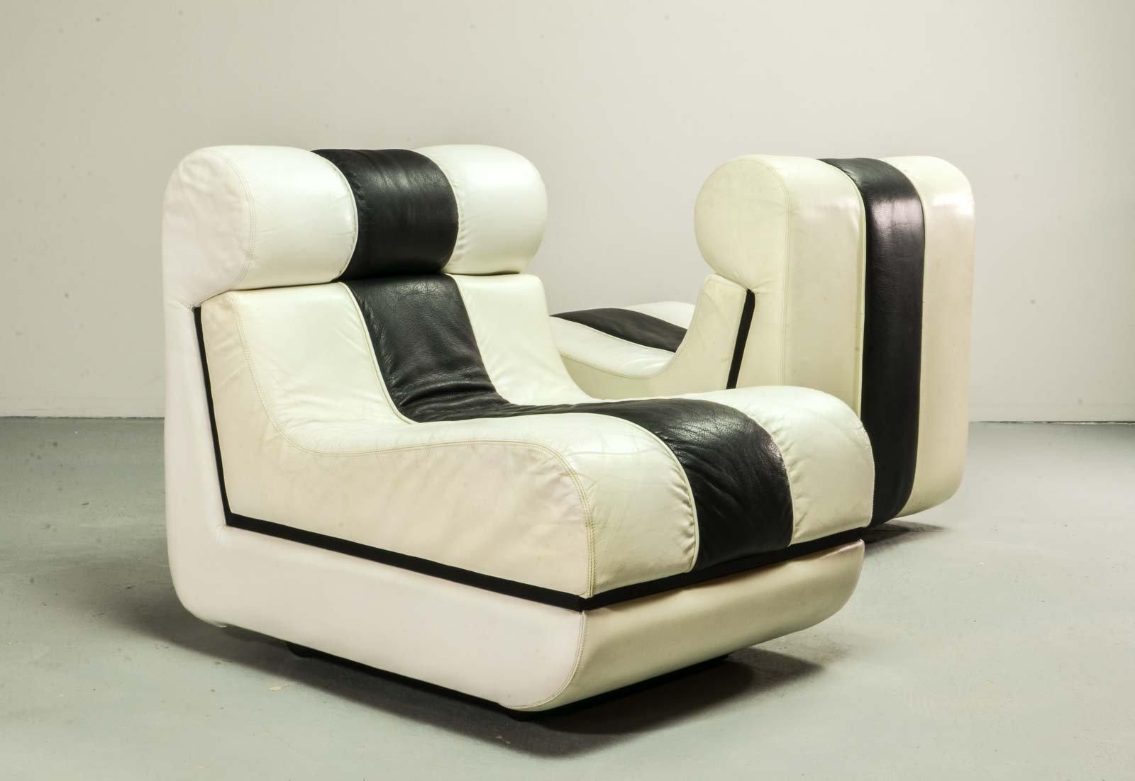italienische mid century leder sessel in schwarz wei 1970er 2er set bei pamono kaufen. Black Bedroom Furniture Sets. Home Design Ideas