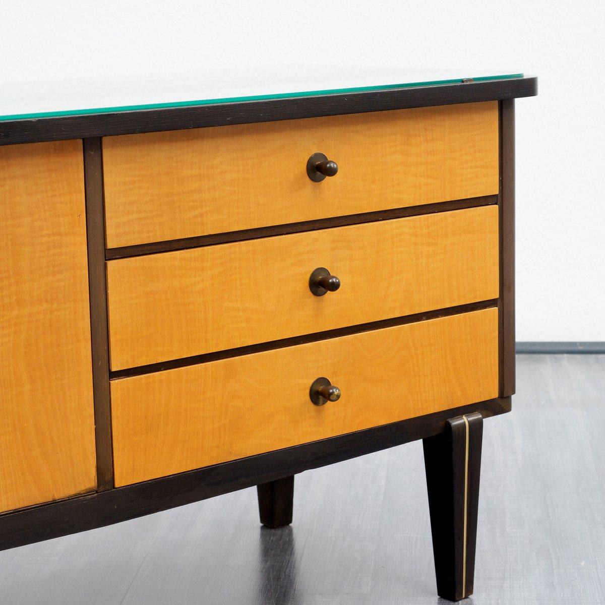 zweifarbige ahorn kommode mit glasplatte 1950er bei pamono kaufen. Black Bedroom Furniture Sets. Home Design Ideas