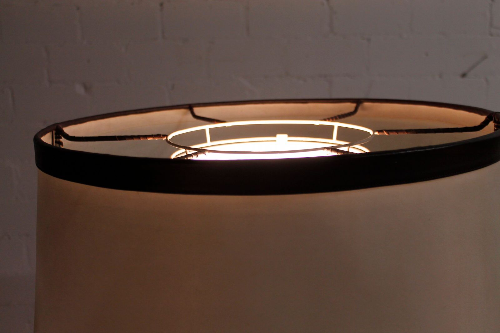 gro e leder stehlampe 1980er bei pamono kaufen. Black Bedroom Furniture Sets. Home Design Ideas