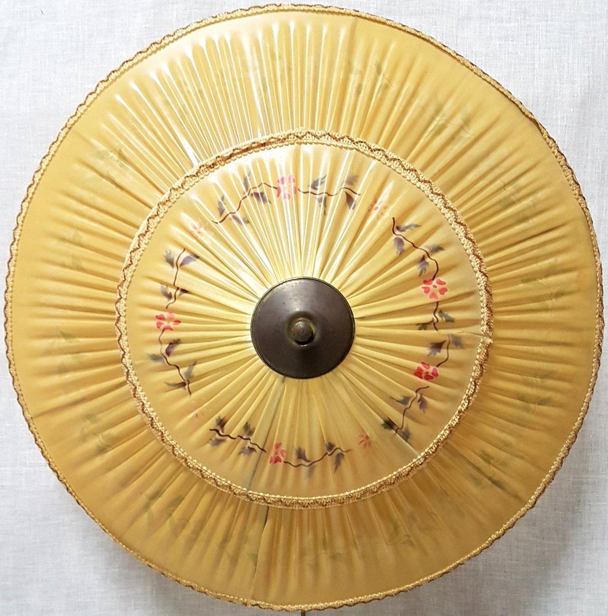 Antike Hängelampe mit Schirm