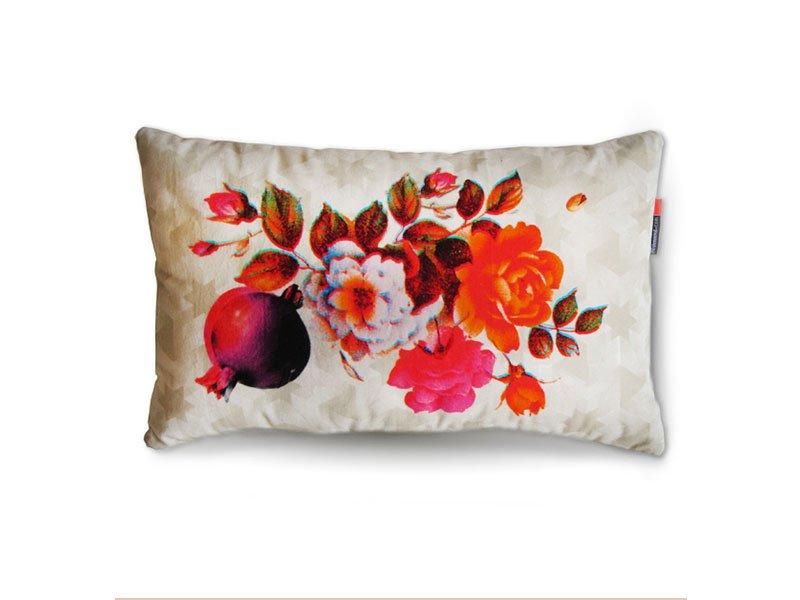 Rimen Blumen Kissen in Orange von Rana Salam
