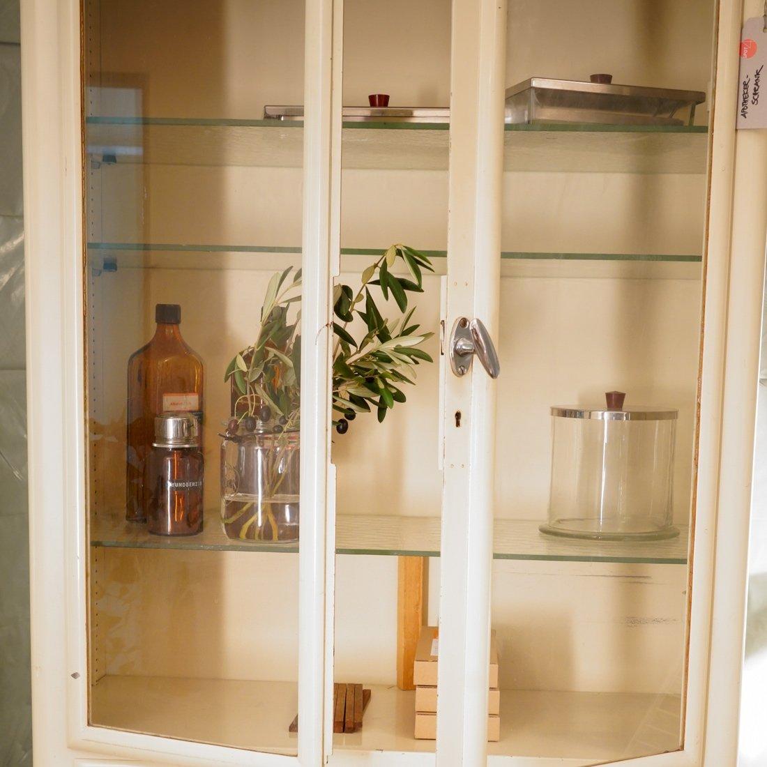 Vintage Arzneischrank aus Cremefarbenem Metall & Glas bei Pamono kaufen
