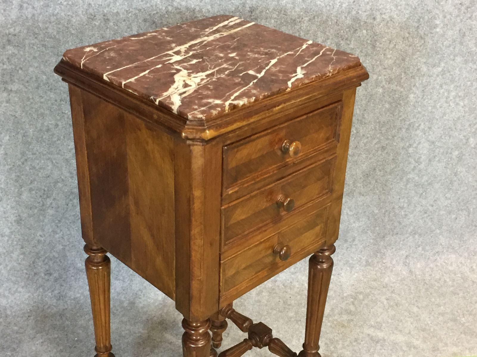 table de chevet louis philippe en noyer 19 me si cle en vente sur pamono. Black Bedroom Furniture Sets. Home Design Ideas