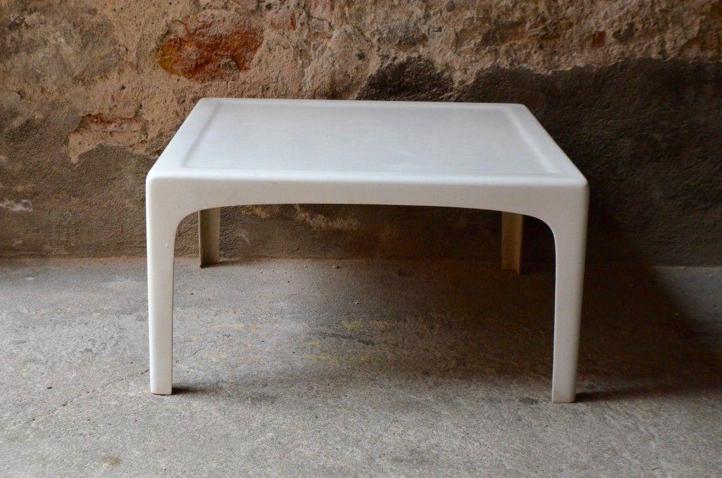 table basse en fibre de verre par marc berthier pour roche bobois 1960s