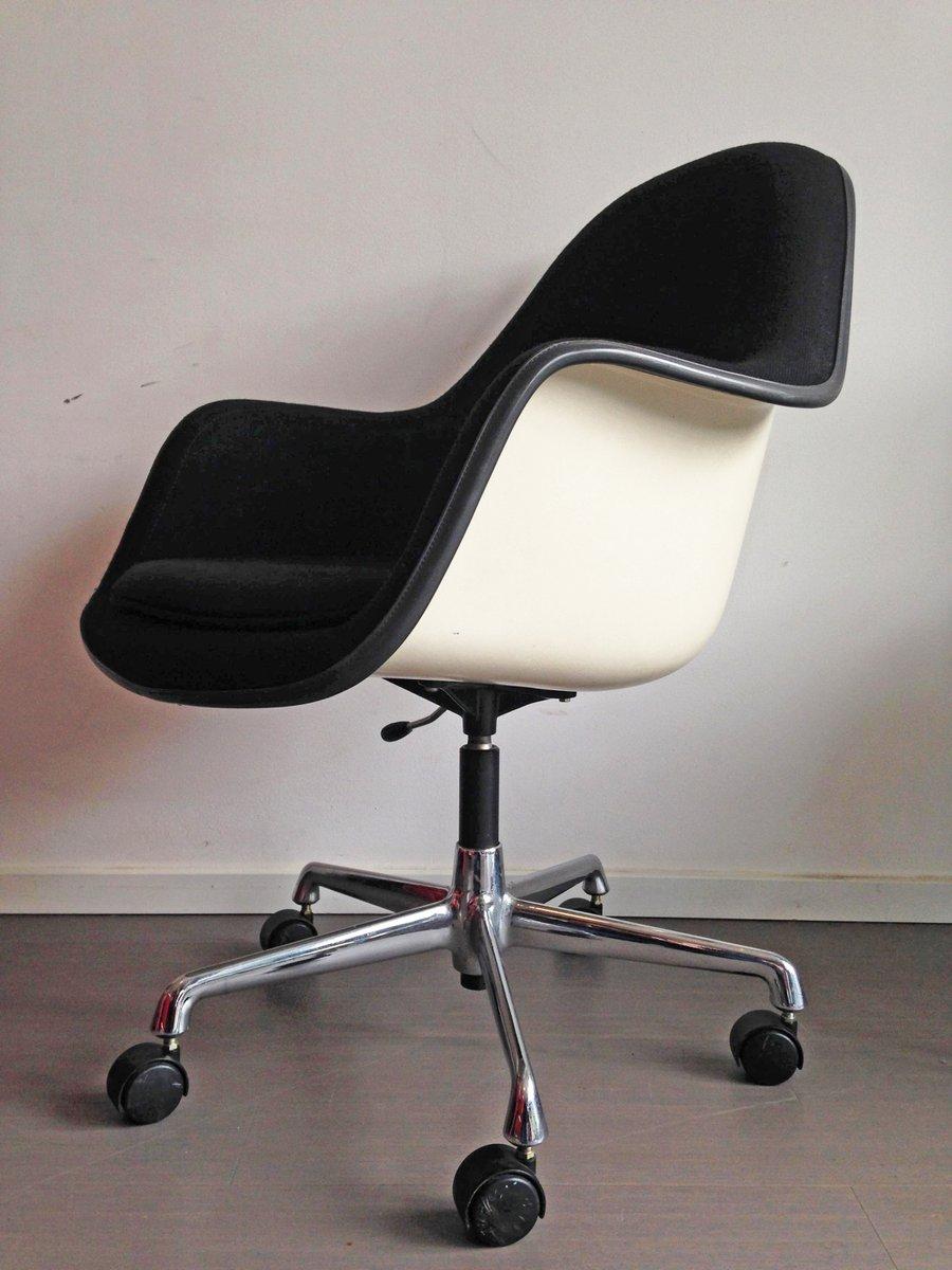 Verstellbarer Vintage Glasfaser Sessel von Charles & Ray Eames für Her...